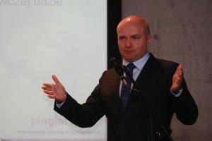 il: dr Sebastian Kawczyński prezentuje doświadczenia Plagiat.pl we współpracy z uczelniami w zwalczaniu plagiatów. (fot. Marytka Czarnocka)